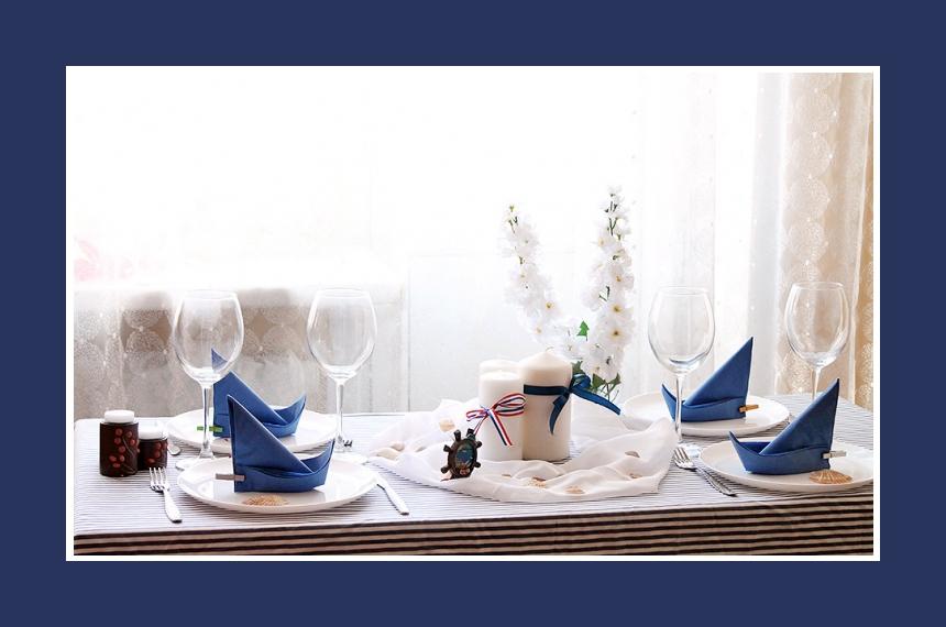 Tischdeko Servietten falten Boot Blau